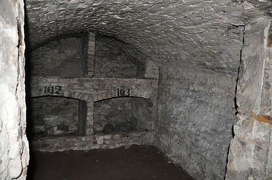 wine-cellar-in-underground-edinburgh-edinburgh.jpg